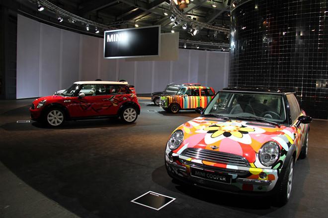 「コンコルソ・デレガンツァ・ヴィラ・デステ」の一般公開会場であるヴィラ・エルバに展示された「MINI」のアートカー7台。