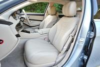 「S400ハイブリッド エクスクルーシブ」のシートには、より上質なナッパレザーが用いられる。試乗車の内装色はシルクベージュ/エスプレッソブラウン。