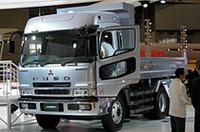 平成17年(新長期)排出ガス規制対応エンジンを搭載した大型トラック「スーパーグレート・ハイルーフダンプ」。