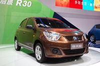 5万元(約82万円)を切る低価格を実現したヴェヌーシアの新型コンパクトカー「R30」。「日産マーチ」をベースにしている。