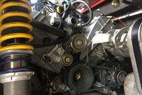 フェラーリエンジンは整備中も美しい。