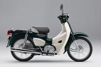 「スーパーカブ50」には、写真の「タスマニアグリーンメタリック」を含む5色のボディーカラーが用意される。