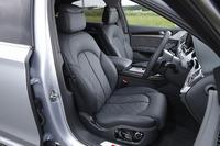 「コンフォートスポーツシート」と名付けられた前席。シートヒーターやベンチレーション機能、マッサージ機能が備わる。