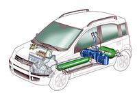 パンダパンダ。外観の違いはNatural Powerのバッジが付く程度だが、内部にはガソリンタンクと、形状の異なるメタンボンベ2本が巧みに収められている。