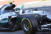 開幕4連勝と夢のようなスタートを切ったロズベルグ。今季はライバルの不運にも助けられ、ほぼ誰にも邪魔されることなく勝利を重ねている。ランキング2位のハミルトンに対し大量43点ものリードを築いた。昨季から続く連勝記録は歴代2位タイの「7」となった。(Photo=Mercedes)
