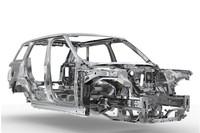 ボディーはオールアルミ製。車両重量は最大で420kgもの軽減に成功した。