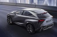 「レクサスLF-NX」のターボモデルを披露【東京モーターショー2013】の画像