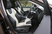 テスト車にはオプションの「レザー・パッケージ」(25万円)と本革スポーツシート(10万円)が装着されていた。