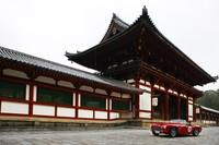 奈良の東寺で。世界遺産とクラシックカーはよく似合う。