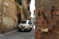 「ランチア・イプシロン」は、イタリアでは女性ユーザーに根強い人気がある。筆者が住む中部シエナで。