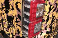 リアコンビランプには、高速走行時の車両安定性を高める空力フィンが備わっている。