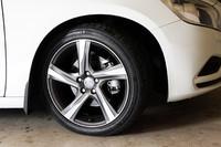 """R-DESIGN専用のアルミホイール""""Ixion""""。タイヤサイズは235/40R18。"""
