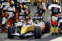 """2006年チャンピオンチームのルノーは、BMWが君臨する""""中堅ナンバーワン""""の座を狙いたい。今回は新人ヘイキ・コバライネン(写真)が7位に入り、チームメイトでベテランのジャンカルロ・フィジケラの8位を上まわった。 ダブルポイント獲得で合計31点をポケットに収めるルノー。コンストラクターズ選手権では3位BMWの25点ビハインドで4位。ちなみにBMWと2位フェラーリの間には47点ものギャップがある。(写真=Renault)"""