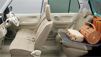 新しいプラットフォームの採用により、従来モデルより広さを増した車内空間。