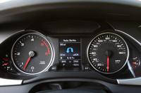 一見ガソリン車と変わらないTDIモデルのメーター。レブリミットの低さと、最高速度の高さに注目。