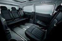 シートは、レザーとファブリックの「レザーツイン」仕様が3色と本革仕様(写真)2色が用意される。