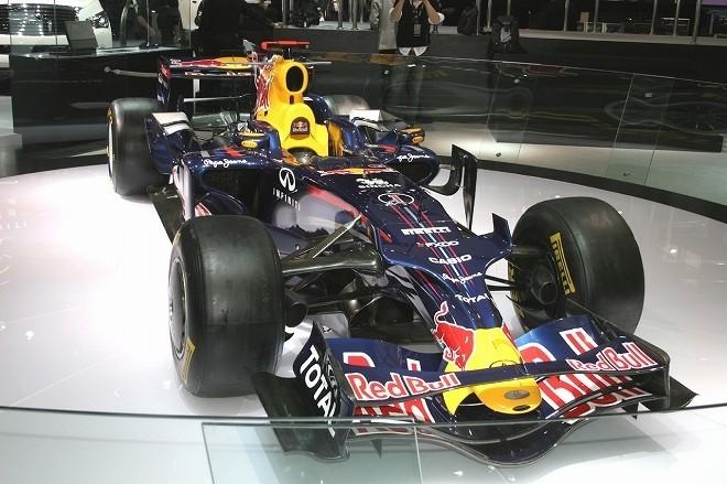 今年からレッドブルF1のスポンサーになったインフィニティは、ブースにF1マシンを展示した。中国GPで優勝していれば、なお良かったのだが。
