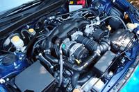 エンジンは、自然吸気の2リッター水平対向4気筒。リッターあたり100psを発生するハイパフォーマンスユニットである。