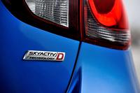 2014年9月11日に予約販売が開始され、10月26日時点で累計受注台数が1万9233台に達した。エンジン別ではガソリン車が37%、ディーゼル車が63%を占めた。