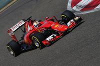 センセーショナルなマレーシアGPでの勝利に勢いづくフェラーリのベッテル。しかし中国ではメルセデスにかなわず、ピット作戦で勝負に出るも、結局は予選順位の3位のままゴールした。ウィリアムズ、レッドブルら後続のライバルとの差ははっきりとしてきたが、チャンピオンチームとのギャップはまだ大きい。(Photo=Ferrari)