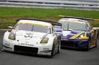 GT300クラスのトップ争いは終盤ギリギリまで繰り広げられた、NO.19 ウェッズスポーツセリカ(飯田章/関口雄飛組)がNO.47 宝山 DUNLOP Z(脇阪 薫一/密山祥吾組)を追い立てる。