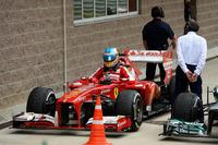 ここまで3戦連続で2位の座を獲得していたアロンソは、5番グリッドから6位でゴール。いつもの好スタートは見られず、またレースでも上位を狙えず、終始精彩を欠いた。ランキング2位ながら首位ベッテルには77点も離され、次の自身の戦績次第ではドライバーズタイトルがベッテルの手に渡るかもしれない展開に。(Photo=Ferrari)