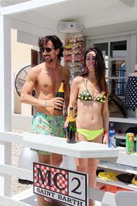 春夏コレクションゆえビーチウエアも。これはミラノを本拠とする「MC2 SAINT BARTH」のスタンド。