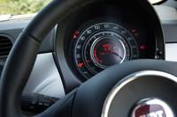 スピードメーターは専用デザインの物が用意される。