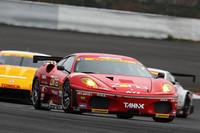 GT300のレース1、レース2ともに制しJAFグランプリを獲得したJIMGAINER DIXCEL DUNLOP F430。