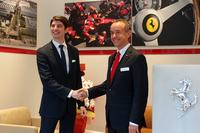 7月3日のプレオープンイベントには、ニコル・コンペティツィオーネのニコ・ローレケ代表取締役(写真右)が出席。「日本の中古車は品質が高い。フェラーリの正規アプルーブドカーは、待望の商品といえるでしょう」などとコメントした。写真左は、フェラーリ・ジャパンのリノ・デパオリ代表取締役社長。