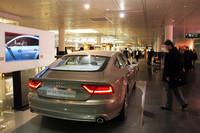 ミュンヘン空港のターミナル内は各メーカーの実車展示があり、ちょっとしたショールーム状態である。写真は「アウディA7 スポーツバック クアトロ」。