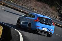 試乗車のボディーカラーは鮮やかなレーベルブルー。
