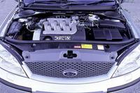 2.5リッターV6オールアルミユニット。「Duratec V6」と呼ばれる4カムエンジンで、170psと22.4kgmを発生する。81.6×79.5mmというボア×ストロークからわかるように、ジャガーの2.5リッターV6と同じブロックを用いる。ただし、ヘッドメカニズムは別モノで、ジャガーに搭載される可変バルブタイミング機構は搭載されない。