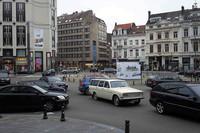 ブリュッセルのステファニー広場で。「ボルボ145」がロータリーを回る。なおボルボは1965年、初の国外生産拠点としてベルギー工場を操業開始している。