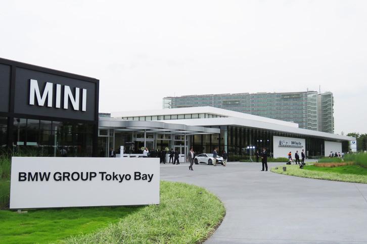 「BMW GROUP Tokyo Bay」は、東京の臨海副都心地域に誕生したBMWグループの新しい販売拠点である。