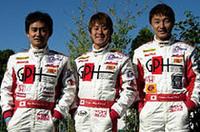 No.5、オールジャパンチームのドライバーは道上龍、荒聖治、金石勝智の3人。道上と金石が2回目の参戦、荒は言わずもがな昨年のウィナー。