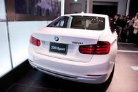 BMW、3シリーズのラインナップに「320i」を追加