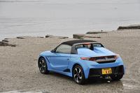 2015年3月30日にデビューした、ホンダ久々の2シータースポーツ「S660」。0.66リッターのエンジンをミドに積む、軽乗用車である。