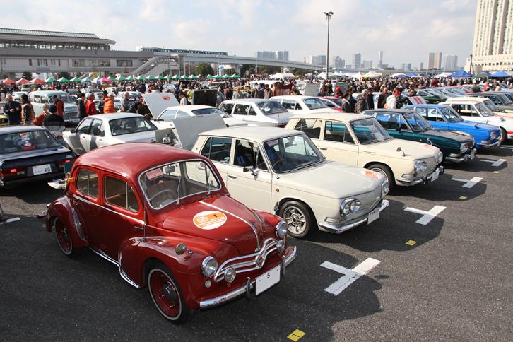 コンクールデレガンスの対象となる、いすゞ車および日野車が並んだ一角。これら個人出展車両のほか、ベレットサルーンクラブ、いすゞ117クーペオーナーズクラブ、および日野コンテッサクラブのクラブスタンドにもいすゞ&日野車が展示されていた。