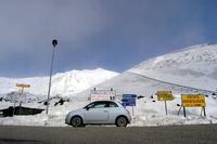 1.4のチンクでは、イタリアのシチリア島にも行ってみた。写真は、最高峰エトナ山の登山道でのひとこま。(JS)