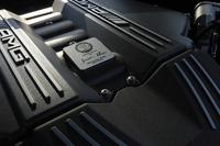 6.2リッターV8自然吸気エンジンはGT専用のチューニングが施され、最高出力が標準モデル+20psの591psへ。アクセルレスポンスも向上した。