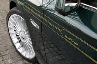 ホイールは標準で20インチを履く。タイヤサイズは、フロント:255/35ZR20、リア:285/30ZR20だ。