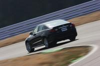 """トヨタ・マークX""""+Mスーパーチャージャー""""のベースとなるのは、3.5リッターモデルのみ。4WDモデルのある2.5リッターモデルは用意されない。"""