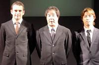 TEAM IMPULの面々。ボスの星野一義(中央)のもとで、ブノワ・トレルイエ(左)と、ボスの息子、星野一樹(右)が勝利を目指す。