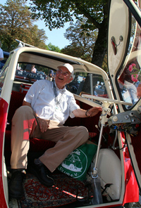 イセッタ・クラブのメンバー、ハンス氏(写真)の愛車は、「BMWイセッタ」の対米輸出仕様車。アルゼンチンで発見したという。
