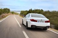 「540i」の動力性能については、0-100km/h加速が5.1秒、最高速が250km/hと公称されている。