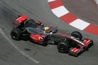 初日プラクティスで3位と出だしはまずまずだったマクラーレンのルイス・ハミルトン(写真)。だが予選Q2中、ミラボーコーナーでウォールにヒットしたことですべてが台無しに。ギアボックスを交換したことで最後尾からレースをはじめたが、追い抜きほぼ不可能のモナコでは追い上げ難しく、さらにアンダーステアと格闘したことで12位完走がやっとだった。チームメイトのヘイキ・コバライネンは予選7位からポイント圏内を走行したが、スイミングプールでクラッシュ、戦列を去った。(写真=Mercedes Benz)