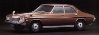 77年8月のマイナーチェンジ後のモデル。フロントグリルのパターンがわずかに変わっている。