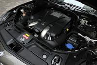 4.7リッターV8ツインターボエンジンは408psを発生。駆動方式は4WD。前輪に45%、後輪に55%のトルクを配分する。