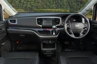内装色は、標準モデルがアイボリー、「アブソルート」がブラックの設定。タッチパネル式のオートエアコンが標準装備される。
